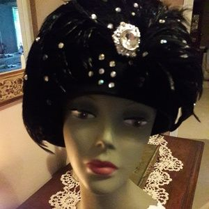 Vintage 20/30's Black Felt and Feather Hat! Wowsaa